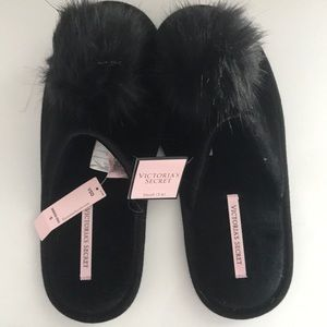 NWT Victoria's Secret slippers size S